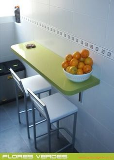 Folding table, elegant and solid, which takes up little space, for a kitchen that . Kitchen Cabinet Design, Kitchen Interior, Recycled Furniture, Home Furniture, Diy Cozinha, Multipurpose Furniture, Kitchen Upgrades, Small Tables, Home Kitchens