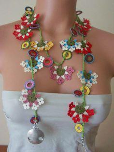 Flower Power Necklace Crochet Necklace, Beaded Necklace, Flower Necklace, Knitting Terms, Weird Jewelry, Form Crochet, Textile Jewelry, Crochet Scarves, Handmade Accessories
