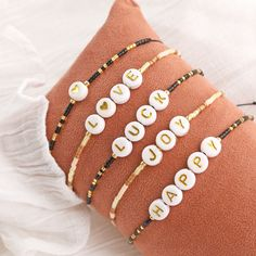 Letter Bead Bracelets, Kids Bracelets, Letter Beads, Handmade Bracelets, Handmade Jewelry, Cute Jewelry, Jewelry Crafts, Beaded Jewelry, Beaded Bracelets