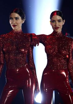 The Veronicas perform topless in red glitter paint at ARIAs Glitter Paint, Red Glitter, Latex Wear, Girl Bands, Celebs, Celebrities, Veronica, Diva, Fitness Motivation
