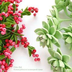 Цветы и ягоды слеплены вручную из полимерных глин. #ручнаяработа #инстаграмнедели #цветы #флористика #ярмаркамастеров #polymerclay #vkpost #clayflowers #handmade