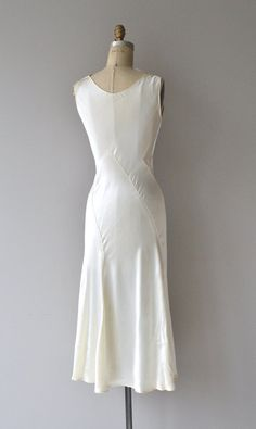Lissome wedding gown vintage wedding dress by DearGolden Vintage Outfits, 1950s Outfits, Vintage Dresses, 1930s Wedding, Wedding Gowns, 1930s Fashion, Vintage Fashion, Bias Cut Dress, Vintage Mode