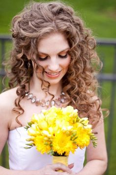 Wedding Hair Down From tight curls to loose waves, these brides own their natural hair with these gorgeous wedding hairstyles. - From tight curls to loose waves, these brides own their natural hair with these gorgeous wedding hairstyles. Wedding Hairstyles For Long Hair, Wedding Hair And Makeup, Down Hairstyles, Trendy Hairstyles, Hair Wedding, Bridal Hairstyles, Curly Haircuts, Long Curly Wedding Hair, Hairstyles 2016