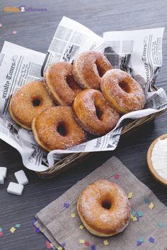 Non hai mai assaggiato le #graffe (Italian doughnuts)? Dovete concedervi questo peccato di gola almeno una volta e soprattutto a #Carnevale ;) #ricetta #Giallozafferano #italianfood #recipe #Carnival