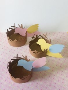 Forminha ninho passarinho para cupcake ou para 4 docinhos confeccionado em papel 180g.    Ideal para festas de aniversário, batizados, chás, enfim onde você quiser usar uma peça diferente e bonita. destas com o tema jardim encantado.    Consulte-nos.