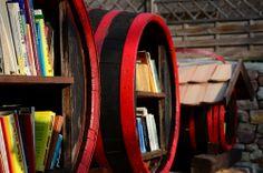 Fässer mit Büchern // Bookshelf barrels