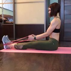 Resistance Band Blast Widerstandsband Explosion The post Widerstandsband Explosion & Fitness appeared first on Resistance bands . Fitness Workouts, Yoga Fitness, Fitness Home, At Home Workouts, Fitness Tips, Blast Fitness, Fitness Band, Band Workouts, Physical Fitness