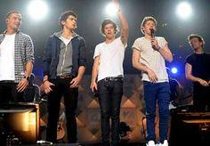 4-Jun-2013 14:53 - ONE DIRECTION VOLGT SLOPEND FITNESSCHEMA. De jongens van One Direction moeten spieren kweken om hun Amerikaanse fans te imponeren. De platenmaatschappij schrijft een strikt fitnessregime…...
