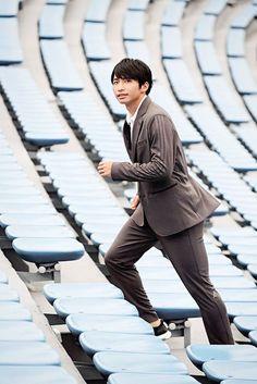 """「アディダス(ADIDAS)」は9月7日、高価格帯のプレミアムシリーズ「アイコン(ICON)」の新作として、スポーツエッセンスを取り入れたスーツ""""パフォーマンス セットアップ""""を発売する。スポーツの可能性と革新性を日常のライフスタイルに取り入れた「アーバンユニフォーム」をコンセプトに、アディダスと"""