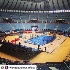 La pista central del #WPTEuskadiOpen sigue avanzando. El Donostia Arena recibirá pronto a las mejores palas del circuito.  #Repost @worldpadeltour_oficial