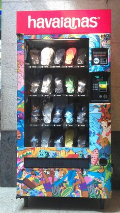 Havaianas vending machine in Australia. Also good for tourist destinations to put things like sunscreen and shades in :) Vending Machines In Japan, Salon Design, Machine Design, Sweet Memories, Weird Facts, Retail Design, Visual Merchandising, Store Design, Concept