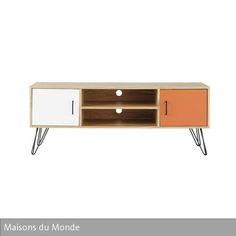 """Das filigrane Design des TV-Möbels """"Twist"""" sorgt in Kombination mit den Farben Orange und Weiß für einen stilvollen Retro-Look im Stil der 50er-Jahre. Die…"""
