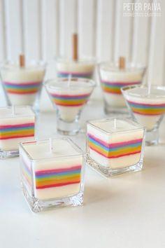 As velas Arco Iris trazem a deliciosa combinação de essências para velas 80ml da essência Confort Musk Candle e 20ml de essência Frutal Island Candle. Velas que decoram e perfumam os ambinetes da sua casa! Homemade Candles, How To Make Homemade, Candle Making, Barware, Coasters, Rainbows, Craft Ideas, Creativity, Home