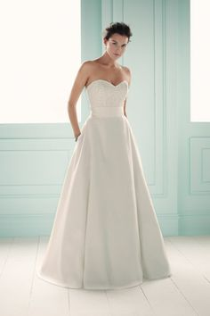 simple elegance on your wedding day... Mikaella