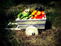 декоративная-тележка-с-овощами
