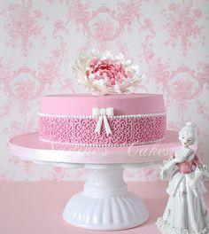 Best Cake Decorating Book Ever! http://www.amazon.com/gp/product/143918352X/ref=as_li_tl?ie=UTF8&camp=211189&creative=373489&creativeASIN=143918352X&link_code=as3&tag=alejanguerre-20&linkId=XJTFX462YWMZO4ZB - Nadine's #WeddingCake