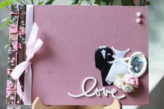 Livro De Assinaturas Casamento Love | Scrap Chic by Deia Olliveira | 292785 - Elo7  Possui 20 páginas Comporta em média 80 fotos 10x15 Tamanho A4.