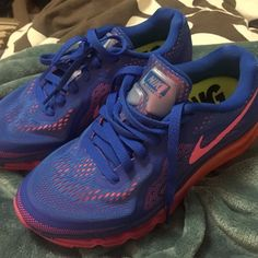Nike Airmax running shoes In perfect condition, bottoms just a little dirt, only worn a few times. Nike Shoes Athletic Shoes