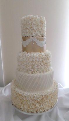 Vintage wedding cake created by Villa Chateau