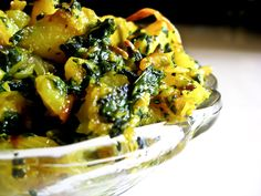 Aloo Palak Sabzi Recipe is a simple and easy dish made from boiled potatoes and sautéed spinach, delicately spiced cinnamon. Serve Aloo Palak Sabzi along with Panchmel Dal and Phulkas for a wholesome weeknight dinner. Potato Recipes, Vegetable Recipes, Vegetarian Recipes, Cooking Recipes, Aloo Recipes, Curry Recipes, Recipies, Sabzi Recipe, Aloo Palak Recipe