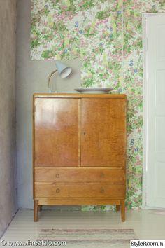 kirpputorilöytö,50-luku,huonekalut,kukkatapetti