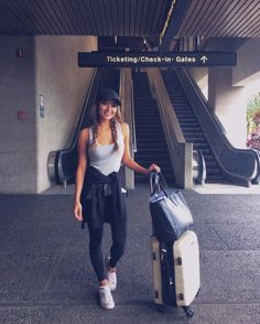 25 Simple yet Fashionable Styles Made for Comfortable Travel