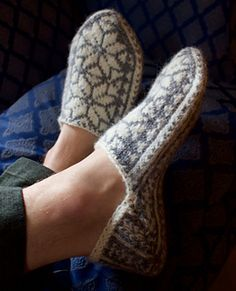 Ravelry: Hansen Slippers Pattern By Kristin Drysdale - Men's Size Knitted Mittens Pattern, Knitted Slippers, Mens Slippers, Knit Mittens, Knitted Blankets, Lace Knitting, Knitting Socks, Knit Socks, Knit Hat For Men