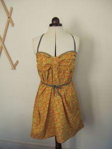 Une envie de montrer ses jambes!^-^ J'ai ma p'tite robe, je positionne les bretelles en fonction de mes envies!! ^-^