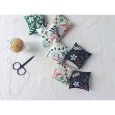 """좋아요 3,193개, 댓글 40개 - Instagram의 YUMIKO HIGUCHI(@yumikohiguchi)님: """"このあと、中央にベルベットリボンをつける、、、#embroidery #刺繍"""""""