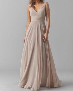 Prachtige lange jurk van chiffon met v hals.