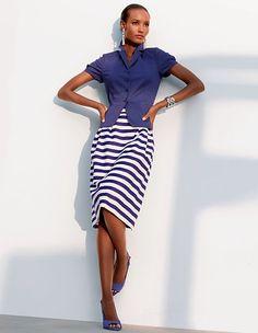 Der Streifenrock mit Webstreifen prägt seine moderne Eleganz durch die trendfarbe Mauve.