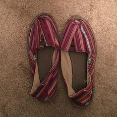 ***FINAL PRICE!!!**** Sanuk, so comfortable!! Worn a couple times, very comfortable Sanuk Shoes Espadrilles