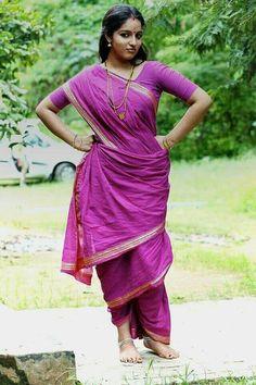 Saree Blouse, Sari, Malayalam Actress, Girl Dancing, Classic Beauty, India Beauty, Indian Sarees, Beauty Women, Actresses