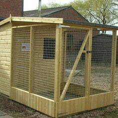 diy covered dog run kennel 6 x 4 pent roof with walk in Outdoor Dog Runs, Dog Kennel And Run, Rabbit Enclosure, Outdoor Buildings, Dog Pen, Chicken Garden, Backyard Plan, Pet Cage, Animal House