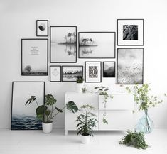 Bilderwand in schwarz/weiß Picture wall in black / white Paving wall with black and white pBlack and white nursery kPicture wall in the living room Inspiration Wand, Deco Addict, Style Deco, Inspirational Wall Art, Farmhouse Chic, Urban Farmhouse, Farmhouse Interior, Farmhouse Table, Modern Room