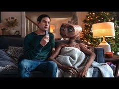 Steven Spielberg's E. finally gets a sequel in the form of a Comcast Thanksgiving 2019 commercial, with Henry Thomas returning as a grownup Elliott. Henry Thomas, Drew Barrymore, Matt Dillon, Don Johnson, Final Fantasy Xv, Norman Rockwell, Movie Sequels, Movies, Virtual Reality