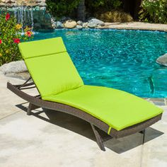 Lakeport Outdoor Adjustable Chaise Lounge Chair w/ Green Colored Cushion