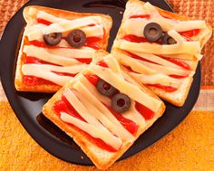 Sandwiches momia para la noche de Halloween :) Para mmmorirse de miedo :D Vía: @Recetin.com.com.com