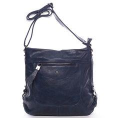#Delami #Vivienne Elegantní crossbody kabelka pro každý den od Delami 2016/2017! Modrá dámská kabelka přes rameno nebo crossbody s děleným vnitřkem a pevným dnem. Popruh je nastavitelný, kabelku tak snadno dáte jako crossbody přes hlavu. Na přední i zadní straně je kapsa na zip. Uvnitř jsou další menší kapsičky na drobnosti. Pořiďte si tuto moderní měkkou kabelku, se kterou budete vždy in.