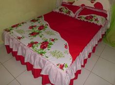 Resultado de imagen para colchas pintadas em oxford Sewing Fitted Sheets, Bed Cover Design, Designer Bed Sheets, Linen Bedroom, Designs For Dresses, Couch Covers, Curtain Designs, Bed Sheet Sets, Beautiful Bedrooms