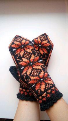 Купить Варежки вязаные Огненная звезда - зима, варежки, оранжевый, снежинка, ручная работа, орнамент