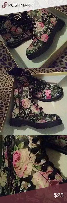 Dr. Martens Lace Up Black Floral Combat Boots NWOT Beautiful NWOT ...