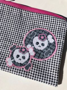 Lacy Skulls Zipper Pouch: Houndstooth.