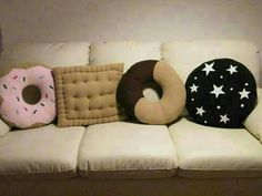 Cuscini a forma di #biscotti!! Love them so much! @Ilaria Lilah Ravinskij Lilah Ravinskij Cappelletti
