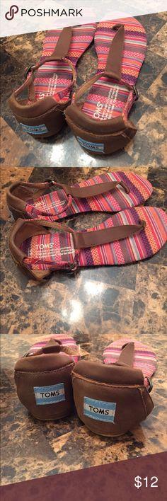 TOMS sandals size 6 * Toms sandals size 6 Toms Shoes Sandals