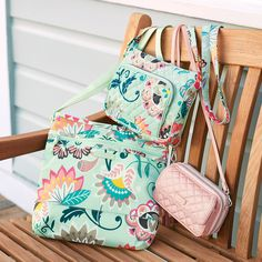 Mint Flowers, Fireworks Paisley and Rose Quartz, oh my! That's right, today we're introducing THREE new patterns and solids alongside multiple fresh styles. Vera Bradley, Mint Flowers, New Handbags, Old And New, Passion For Fashion, Rose Quartz, Paisley, Fashion Accessories, Artsy