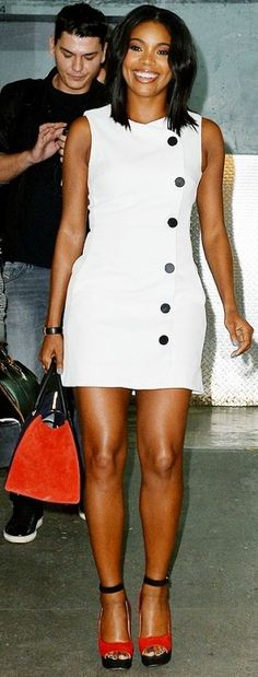Gabrielle Union wears a white shift dress, colorful suede wedges, and a suede tote Gabrielle Union, Celebrity Look, Celebrity Babies, Celeb Style, Celebs, Celebrities, Beautiful Black Women, Swagg, Dress To Impress