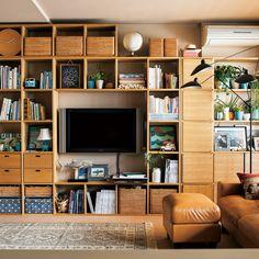 Cozy ikea bookshelves red for your home Estilo Muji, Interior Design Living Room, Living Room Decor, Home Office Design, House Design, Muji Home, Hygge, Small Spaces, Shelves