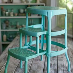 Upcycle an old rusty step stool to this colorful piece using spray paint and oil cloth. See the step-by-step tutorial.