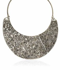 This Classy Neck Piece is a must have if you are Lady!